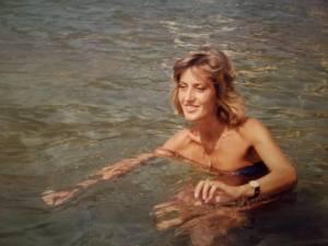 mamma nuota