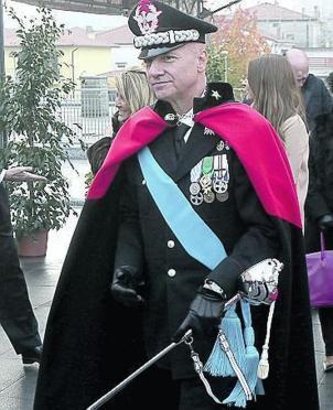 staffetta generale in uniforme