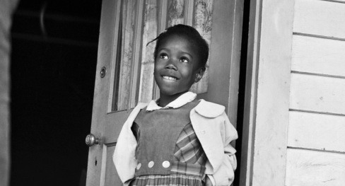 25 Nov 1960, New Orleans, Louisiana, USA --- Ruby Nell Bridges at age 6, was the first African American child to attend William Franz Elementary School in New Orleans after Federal courts ordered the desegregation of public schools --- Image by © Bettmann/CORBIS