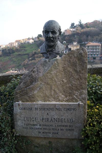 gianluca pirandello monumento