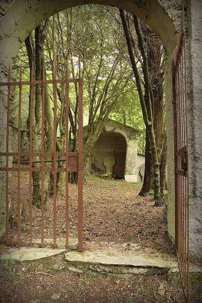 e serbi il sasso cimitero misterioso