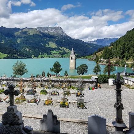 e serbi il sasso cimitero nel lago